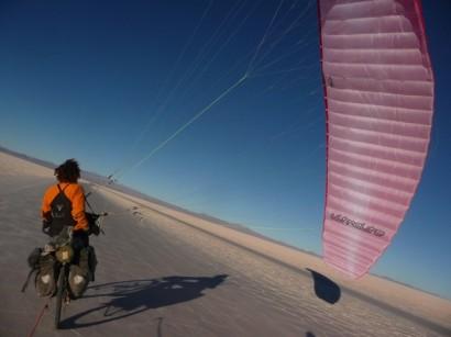 Une aile dans le Salar d'Uyuni - Bolivie